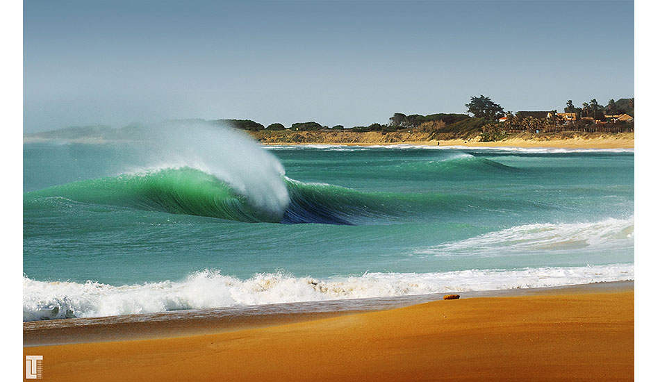 """Unridden perfection sometimes allows us to appreciate the beauty of the wave even more. Image: <a href=\""""http://lucashoot.blogspot.com\"""">Tozzi</a>"""