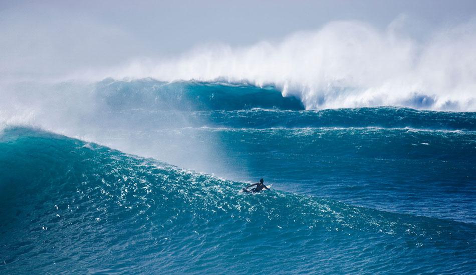 "A lone surfer at the Da Hui Backdoor Shootout, Pipeline. Photo: <a href=\""http://seandavey.com//\"" target=_blank>Sean Davey</a>"