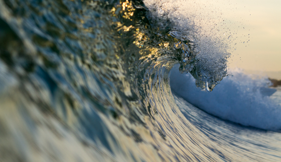 """This wave looks like it\'s having a good time. I love it how the mass of water turns into tiny drops. Photo: <a href=\""""http://lowtiderising.com\"""">Aroyan/lowtiderising.com</a>"""