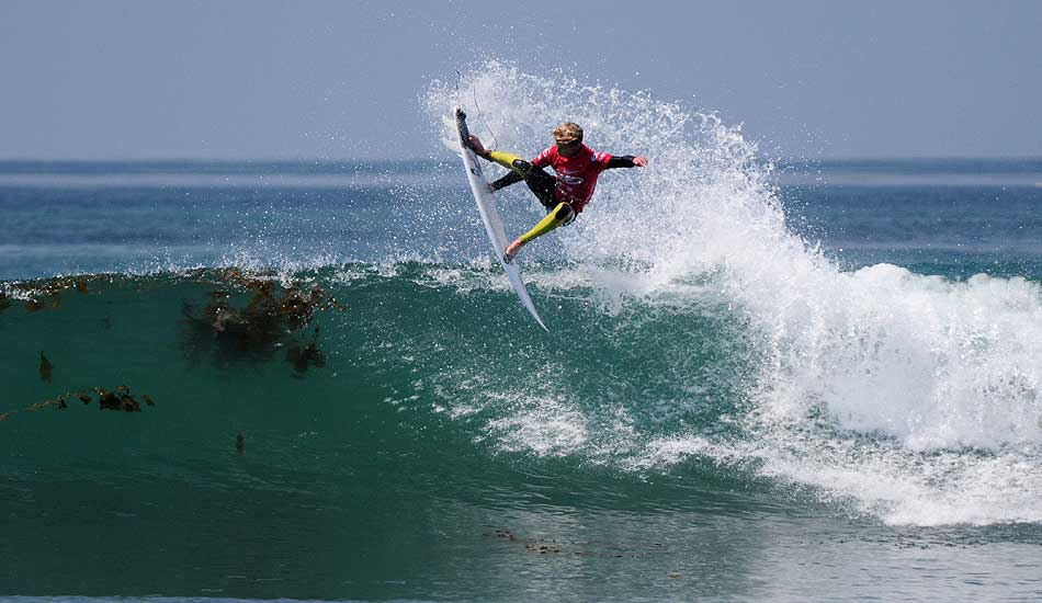 "Kolohe Andino, shortly after making the tour, throwing the first stale-fish grab in a WCT event. Photo: <a href=""http://driftwoodfoto.com/\"">Ben Ginsberg</a>"