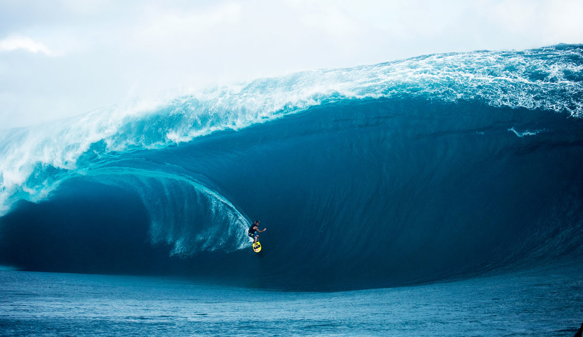 "Teahupoo maxing out. Photo: <a href=""http://www.sethderoulet.com\"">Seth de Roulet</a>"