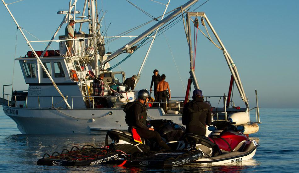 "The crew readies under perfect skies. Photo: <a href=\""http://www.mavsurfer.com\""> Frank Quirarte.</a>"