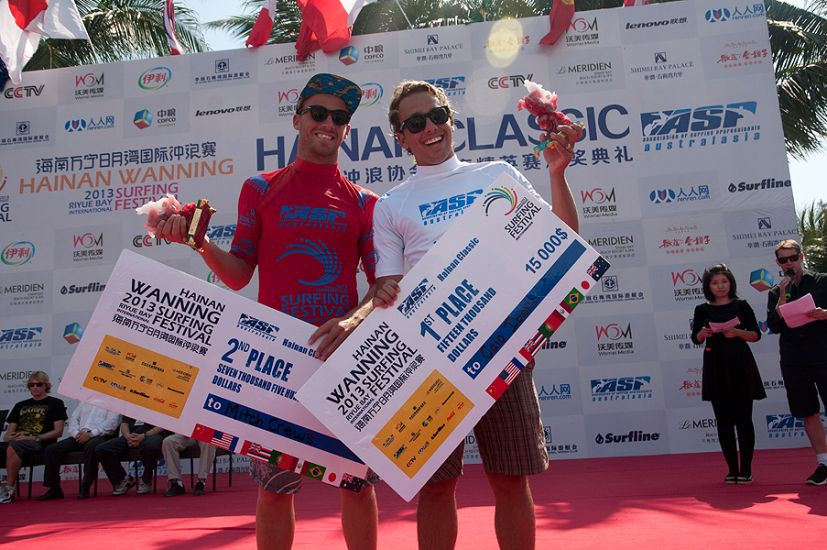 Caio Ibelli and Mitch Crews, first and second place in the Hainan Classic. Photo: ISA/Gonzales