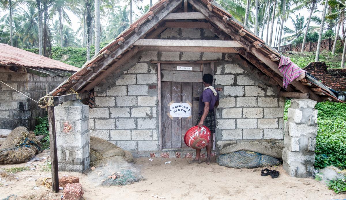 "Fishermen\'s shack, where you can also rent a surfboard. Photo: <a href=\""http://www.Godoberta.com\"">GodoBerta.com</a>"