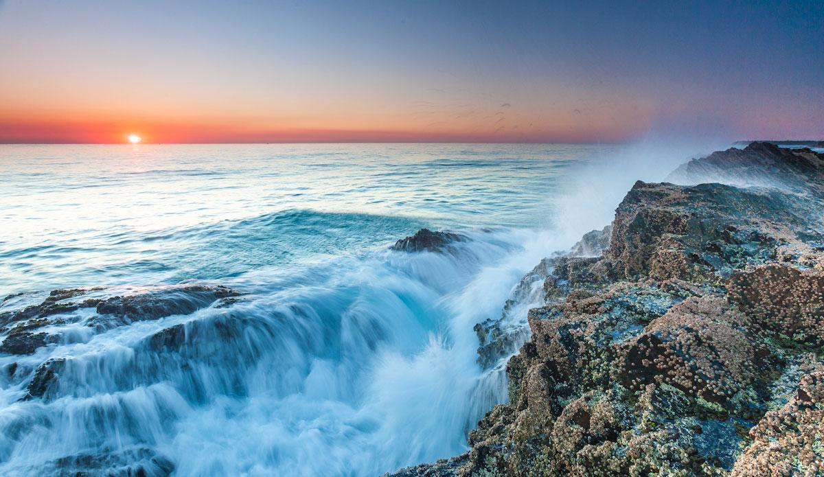 "Waves break on Snapper Rocks. Photo: <a href=\""http://jessethompsonphotographer.com/\""> Jesse Thompson</a>"