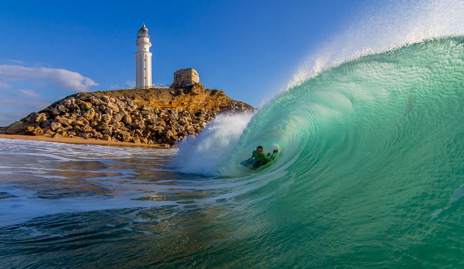 "Great light, a special wave, and good riders. That\'s what photographers dream of. Photo: <a href=\""http://www.jorgeibáñez.com\""> Jorge Ibáñez</a>"