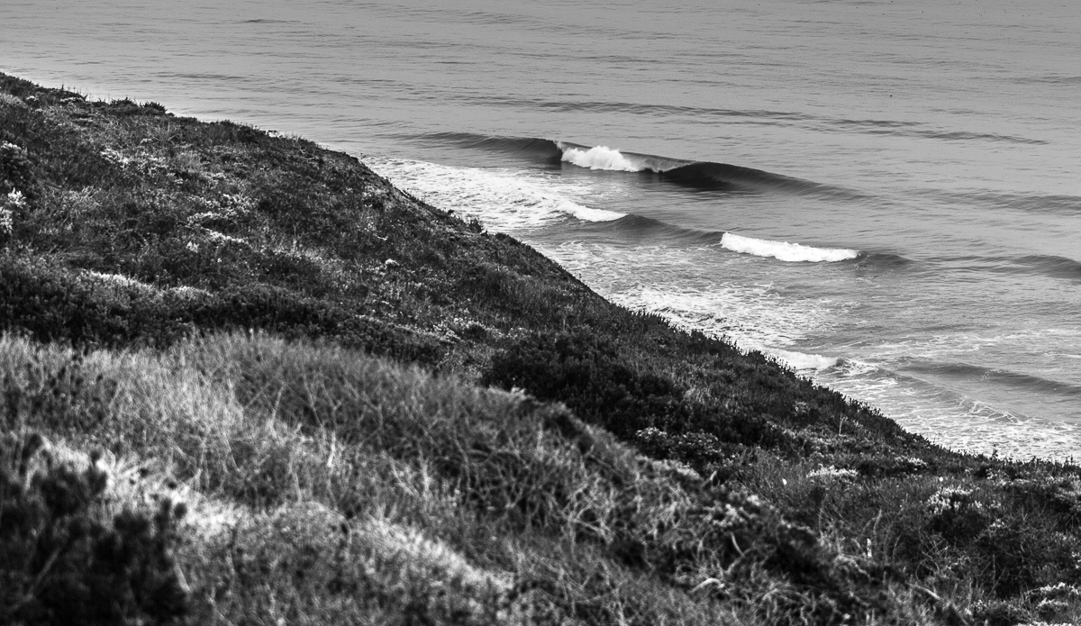 Driving along the Highway 1 is a good way to find a perfect and empty lineup. Especially in the summer time when the winds are offshore.