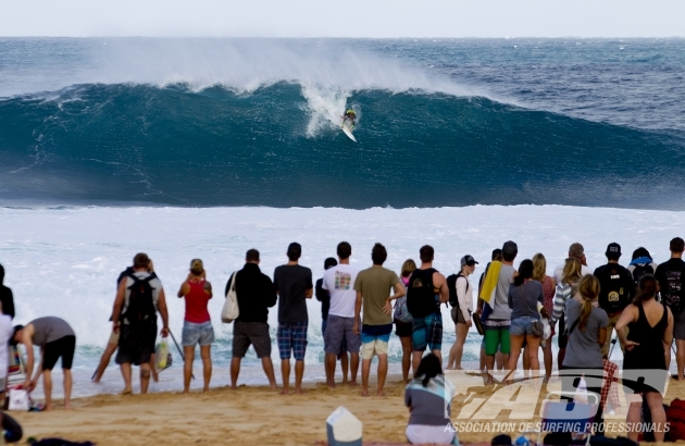 Josh Kerr, despite an injury in the morning\'s heat, managed to defeat Kelly Slater and in the process gifted the 2012 World Title to Joel Parkinson. Photo: ASP
