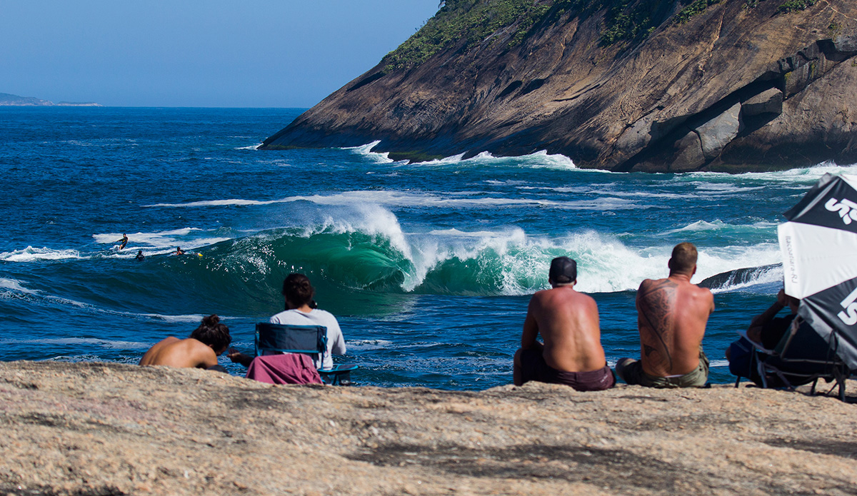 This is a slab in Niterói — one of the best and heaviest waves around, breaking just in front of a big rock that allows people to watch the action close enough to feel the power of the waves.