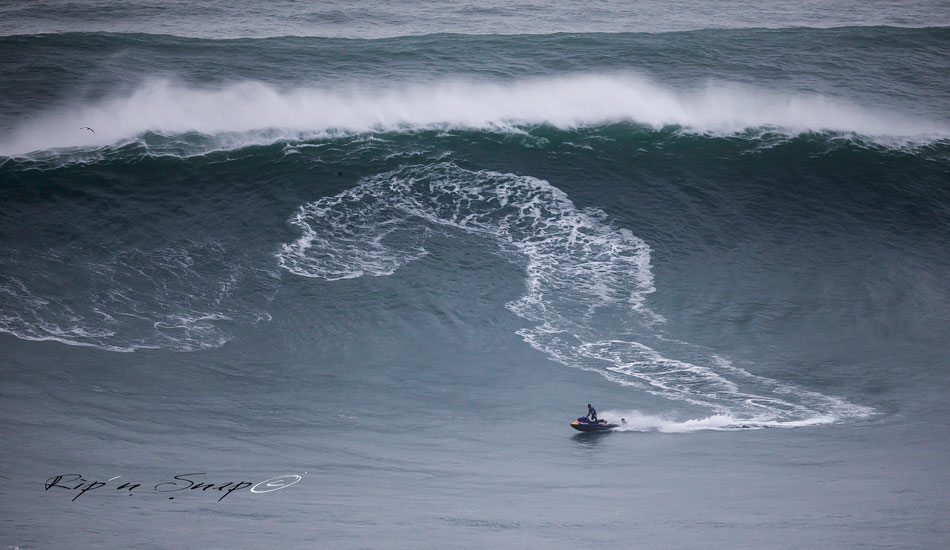 "Welcome to Nazaré. Photo: <a href=""https://www.facebook.com/ripandsnap\"" target=_blank>Mark Wengler</a>"