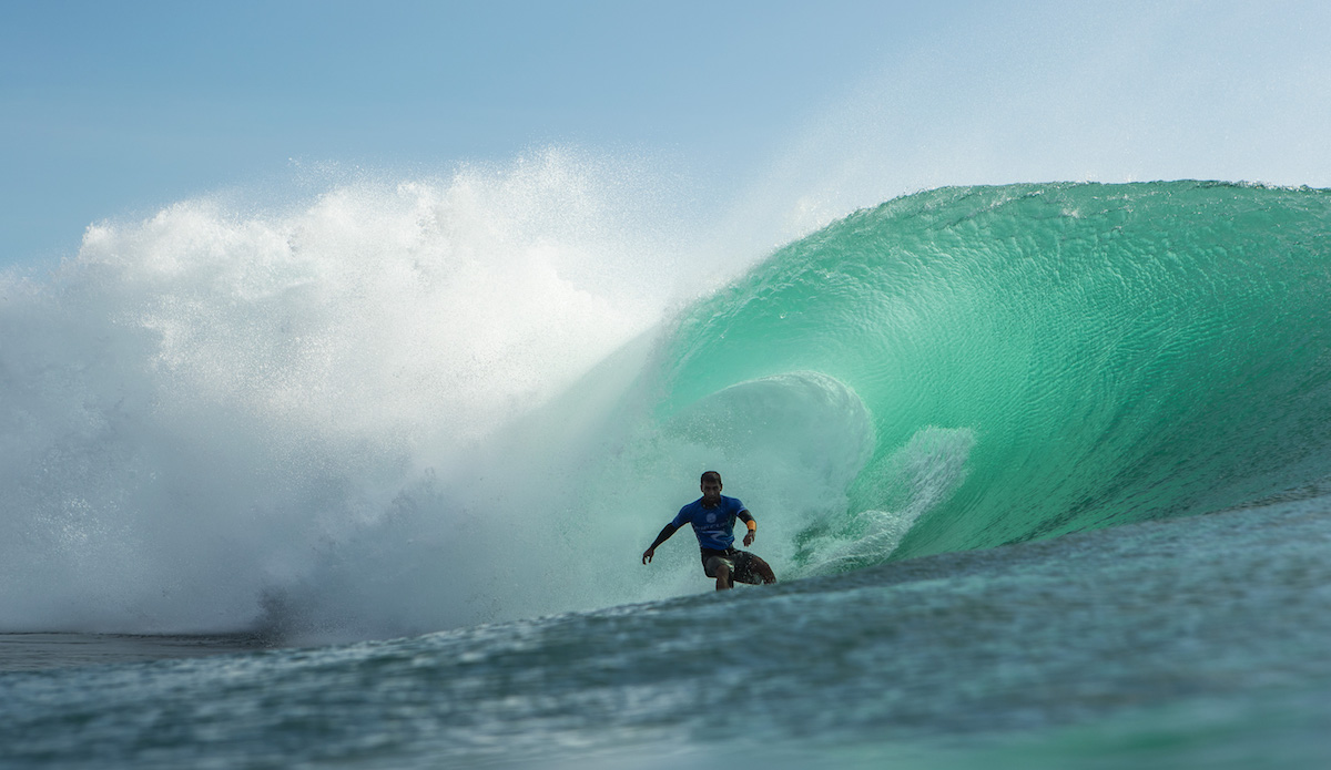 Bruno Santos hits the breaks. Photo: Lawrence/WSL