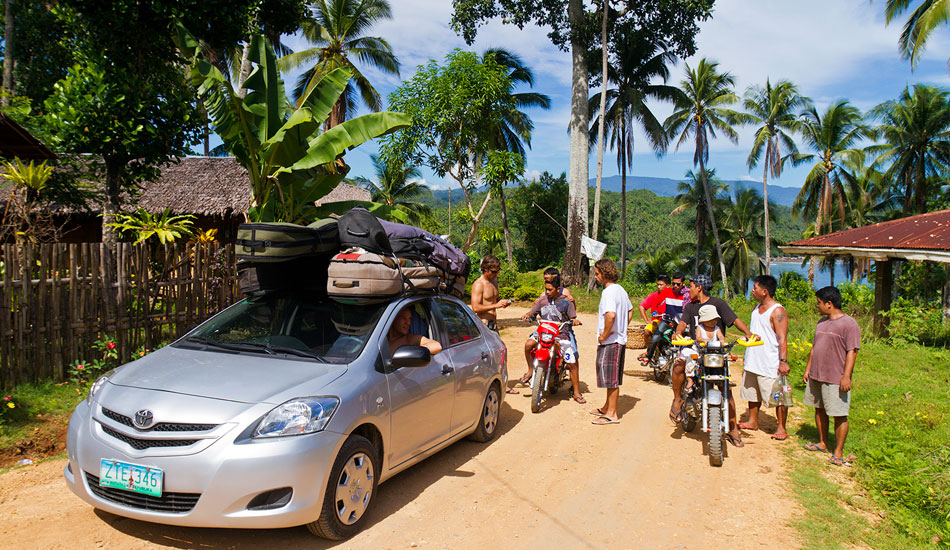 Filipinos are nothing if not friendly. When a carload of foreign surfers suddenly arrives in a village, it always draws a crowd. Photo: Callahan/SurfExplore