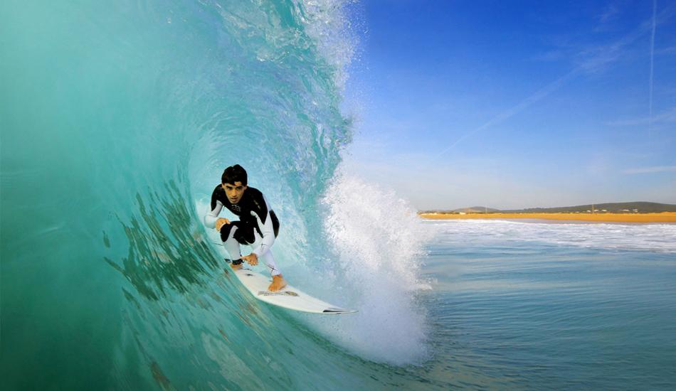 "Sin duda, este es el mejor momento para un fotografo, la sensacion que tienes cuando se aproxima hacia ti es casi como surfear... la combinacion perfecta de rider y ola frente a tu lente. No doubt, this is the best moment for a photographer, the feeling you get when the surfer approaches you is almost like surfing. The perfect combination of rider and wave in front of your lens. Image: <a href=\""http://lucashoot.blogspot.com\"">Tozzi</a></em></strong>"
