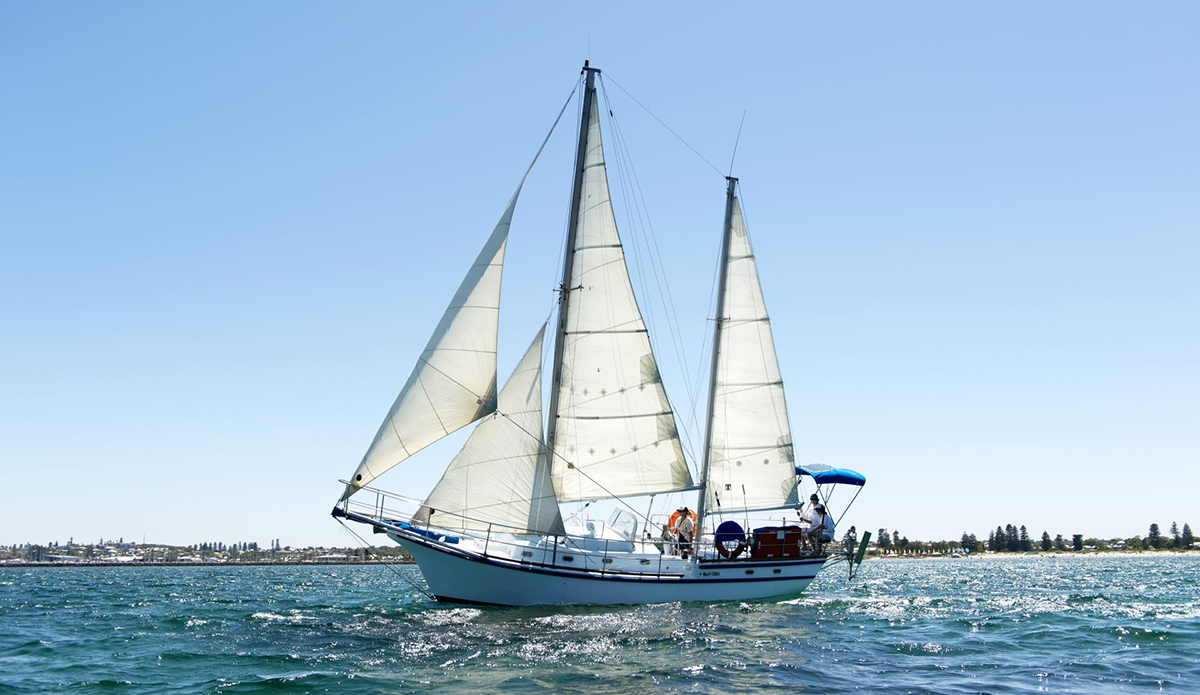 how to become a sailboat charter captain canada