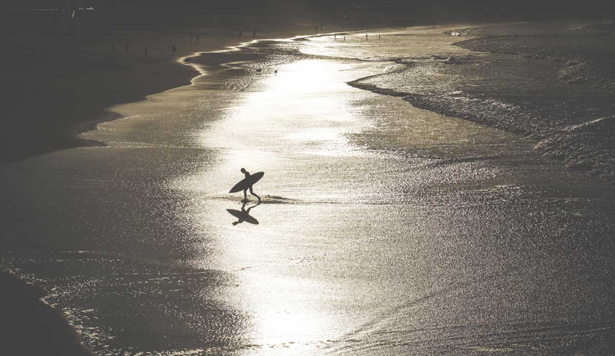"""Post-surf in Zurriola with golden light. Photo: <a href=\""""http://picsfromwhereyoudratherbe.blogspot.com/\"""">Ale Romo</a>"""