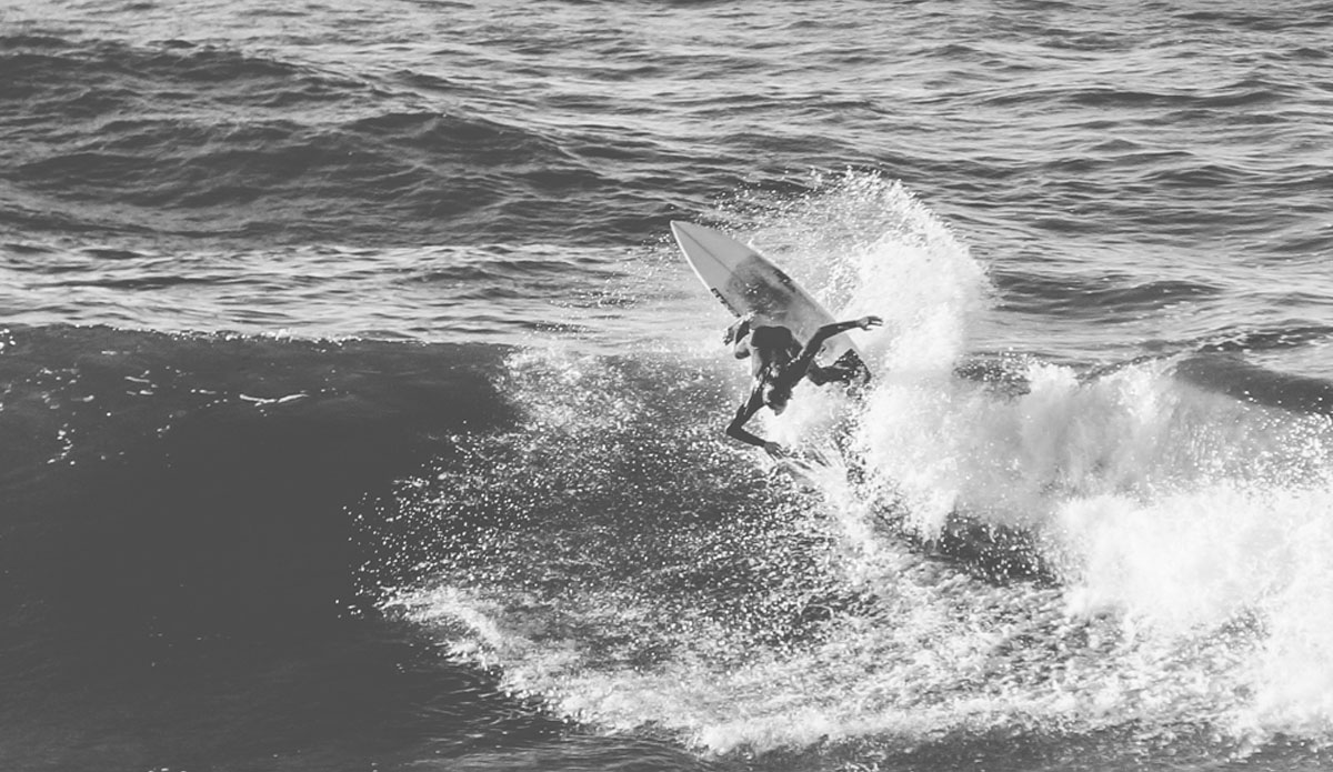 """Local surfer shredding some chilly waves. Photo: <a href=\""""http://picsfromwhereyoudratherbe.blogspot.com/\"""">Ale Romo</a>"""