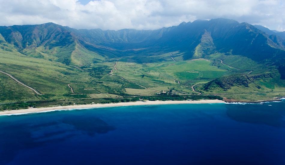 "Makua Valley on Oahu\'s west side. Photo: <a href=\""http://seandavey.com/wordpress/\"" target=_blank>Sean Davey</a>"