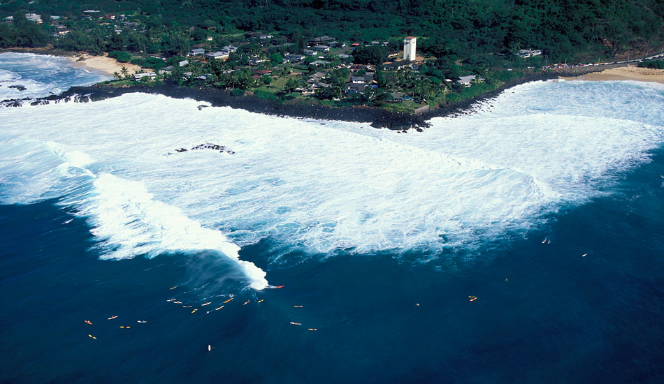 "Waimea overview of the surfers. Photo: <a href=\""http://seandavey.com/\"" target=_blank>Sean Davey</a>"