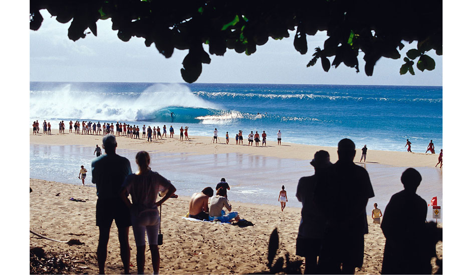 "Spectators watching big Pipeline waves, on the north shore of Oahu, Hawaii.  Photo: <a href=""http://seandavey.com//\"" target=_blank>Sean Davey</a>"