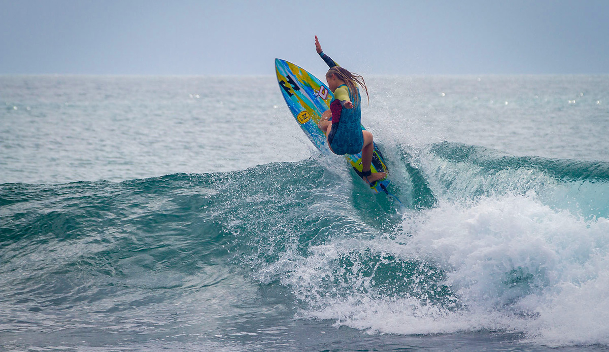 Emma Smith\'s big turn on a small wave. Photo by: Tyerell Jordaan