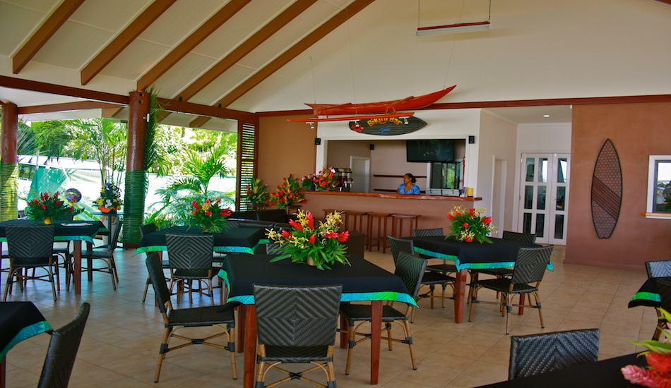 The new main fale, dining area and bar.  The upgrades include proper roof construction so you no longer have gecko's or bits of old matt falling from the ceiling onto your table while dining.