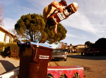 Zoltan Torkos trash can kickflip