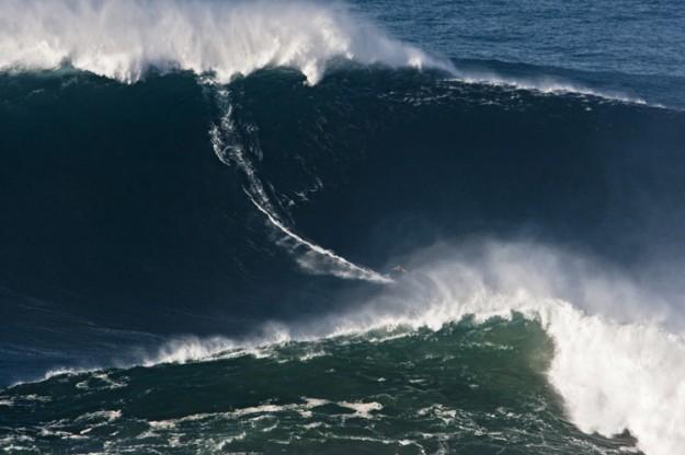 90 foot wave Garrett McNamara Portugal Nazare
