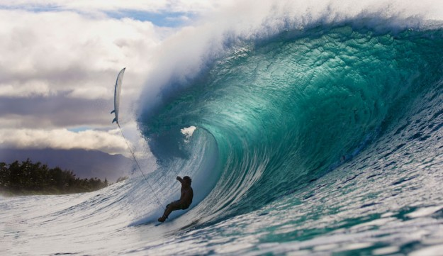 A wipeout of a different kind at Pipeline. Photo: Jeff Flindt