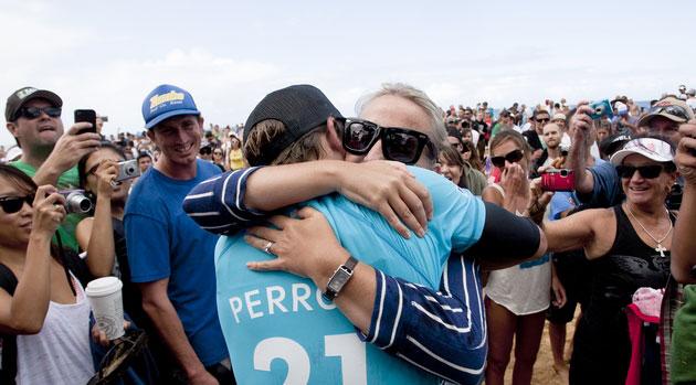 Team Perrow celebrates Kieren's win at the Pipeline Masters. Photo: ASP/Cestari