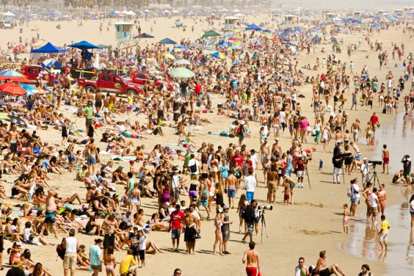 Here are a few tourists. Always a few at the U.S. Open of Surfing. Photo: Lallande/usopenofsurfing.com