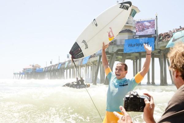 Julian Wilson wins the 2012 U.S. Open of Surfing. Photo: Lallande/usopenofsurfing.com
