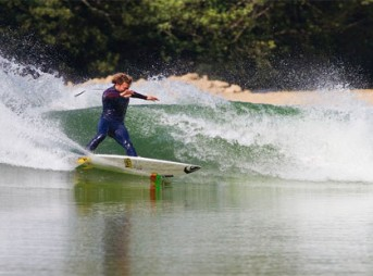 Dane Reynolds surfs wavegarden.