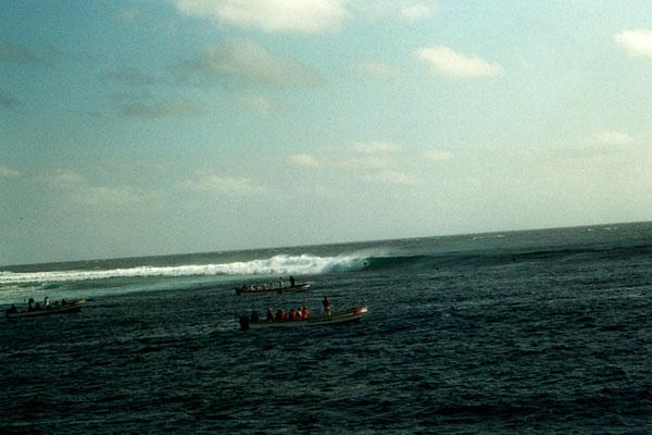 cloudbreak, fiji, tavarua, island, surfing, surfer, kelly slater, sunny garcia, bruce irons, globe, asp, wct, world championship tour, pro surfing, pro surfer, boat trip, surf trip, best surf trip, surf travel, barrel, big waves
