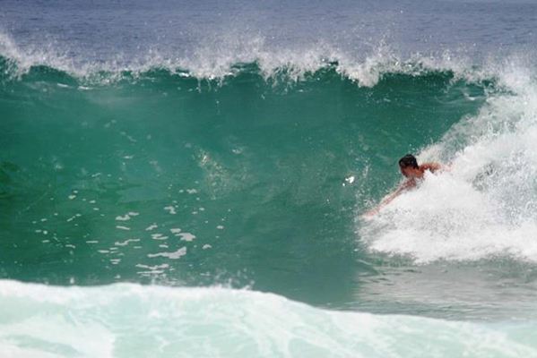 Did anyone happen to see a runaway surfboard passing by? Photo courtesy of Wagner Duque