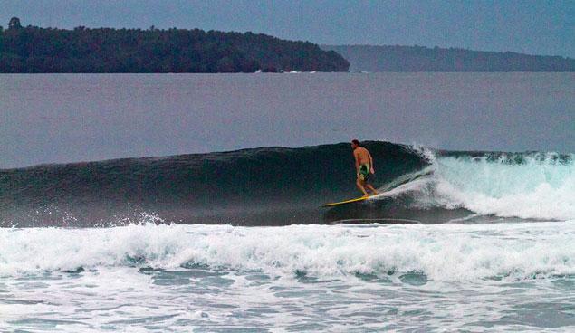 Longboard+no one else out = no leash. Photo: Callahan/SurfExplore