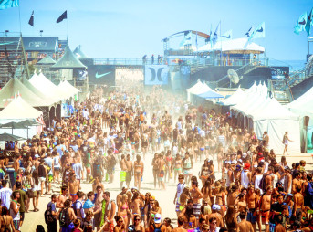 A sea of teens kick up the sand at the chaotic 2012 US Open. Huntington Beach, CA. Photo: Victoria Smith