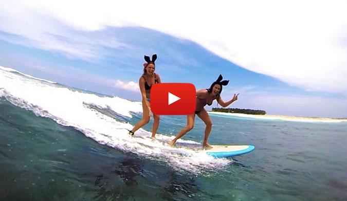 Janna Honscheid & Sylvi Bodi Surfing
