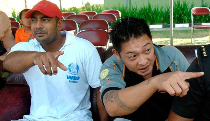 Australian drug smugglers Myuran Sukumaran and Andrew Chan inside Kerobokan prison in Denpasar in 2010. Photo: AFP/Sonny Tumbelaka
