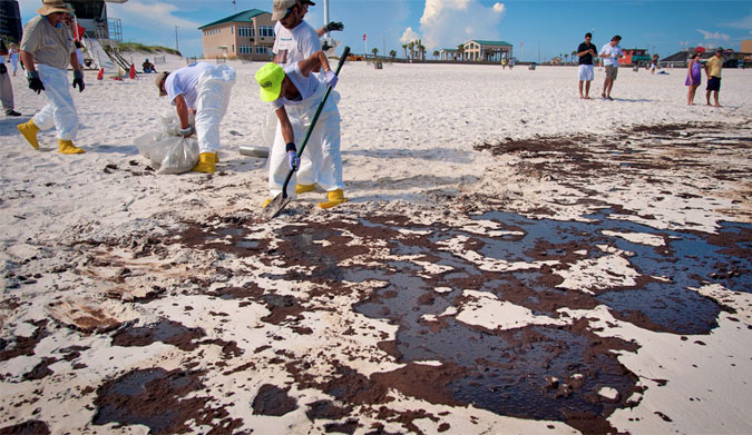 Cleanup from the Deepwater Horizon oil spill in the Gulf of Mexico in 2010. Photo: Florida Sea Grant