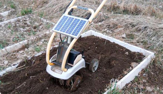 DIY solar tiller. Photo: Dennis Evers / Treehugger