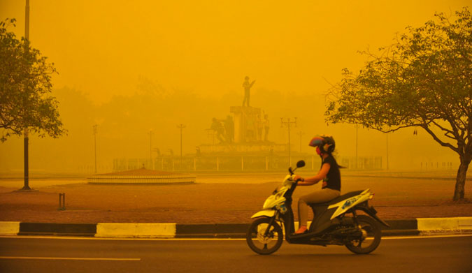 The thick haze in Indonesia. Photo: Hugo Hudoyoko/EPA