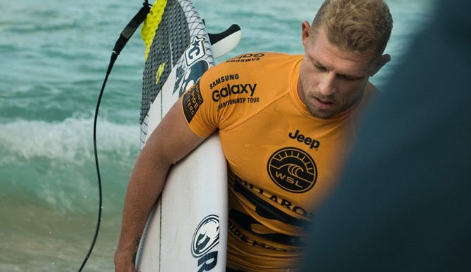 Mick Fanning Disappointed after Pipeline Loss