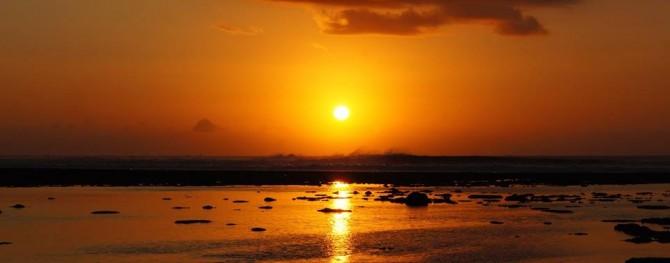 Waves feather against the sunset at Bingin Beach   ©Matt Clark/LUEX