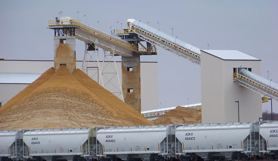Sand for use in hydraulic fracturing operations at a processing plant in Chippewa Falls, Wisconsin in 2011. Photo: AP Photo/Steve Karnowski), Author provided
