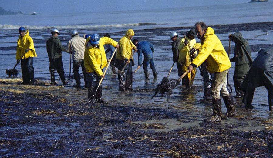 Crews clean up oil-soaked straw on the beach in Santa Barbara, Feb. 6, 1969, after an offshore oil well ruptured. California has enacted laws and regulations to prevent new drilling along its coast. Photo: AP Photo/Wally Fong