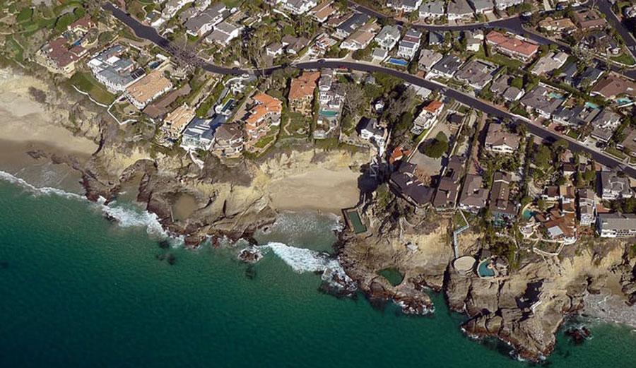 Three Arch Bay, Laguna Beach. Photo: Don Ramey Logan/CC BY