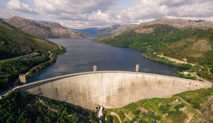 An aerial view of Portugal's Vilarinho da Furna dam. Image: Shutterstock
