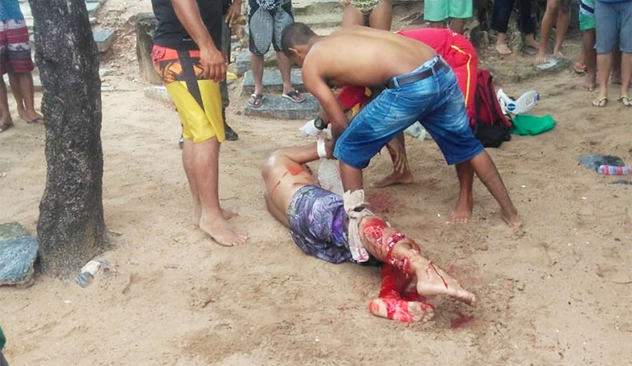 Bystanders dragged the victim to the beach where paramedics took over. Image: NYPost/FocusOn News