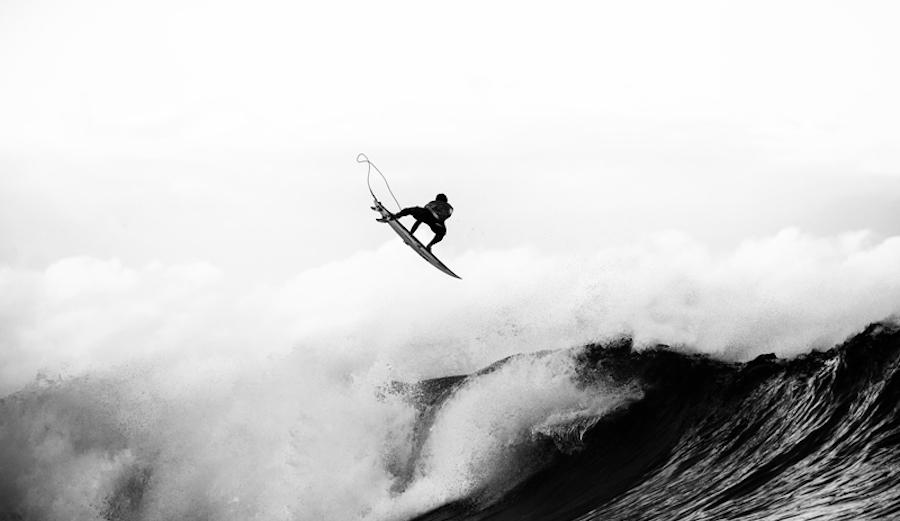 Italo Ferreira punting. Photo: WSL