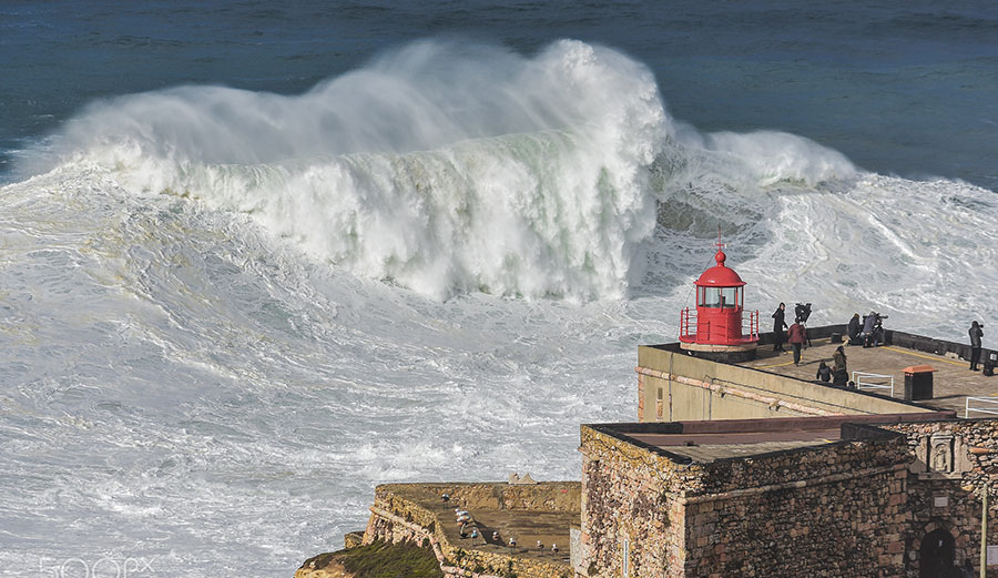 Big waves Praia Do Norte Nazaré